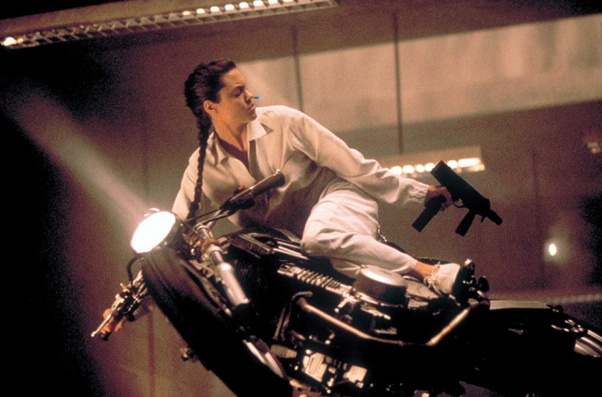 Lara na motorce
